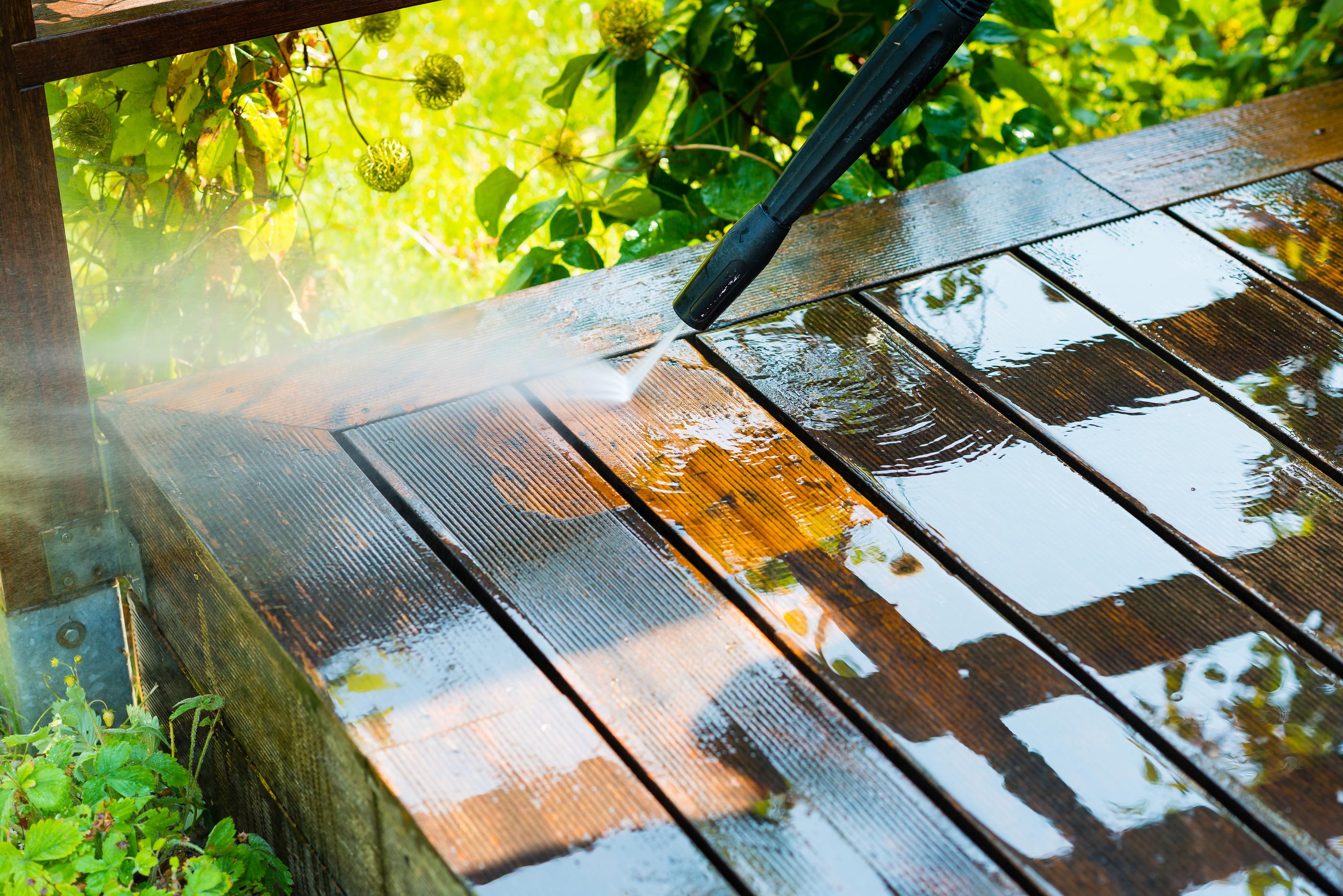 Myjka ciśnieniowa do sprzątania balkonu, podłogi, ścian
