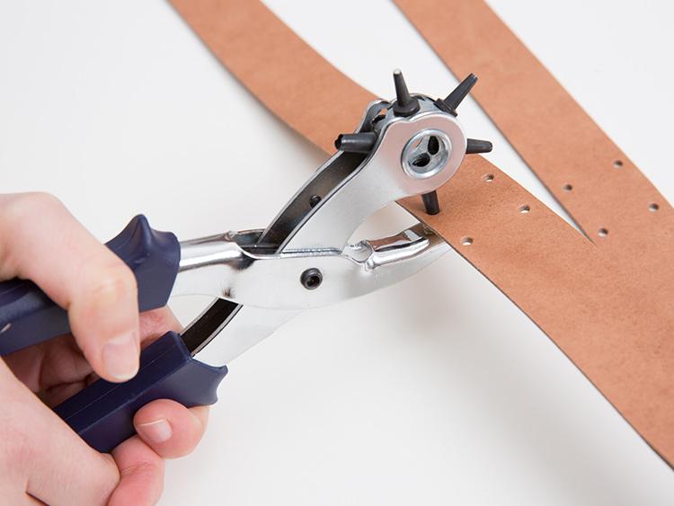 Zawieszka na doniczkę DIY - wycinanie otworów
