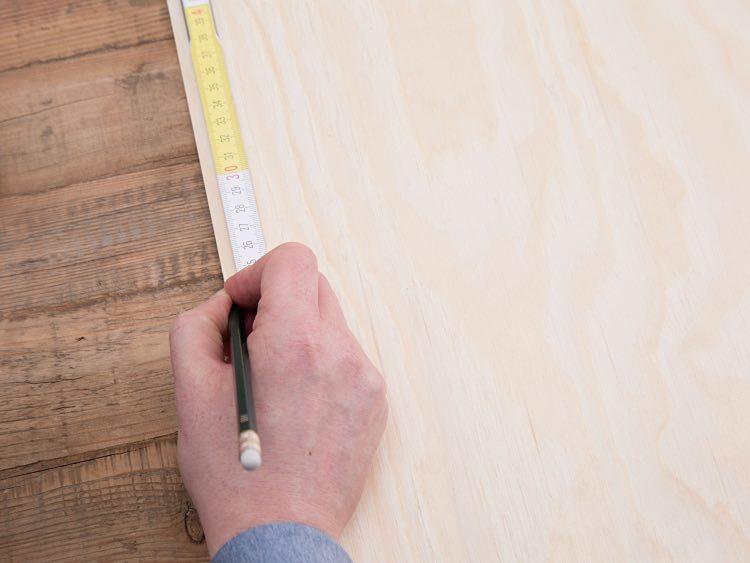 Planowanie odstępów między półkami - stojak na pocztówki DIY