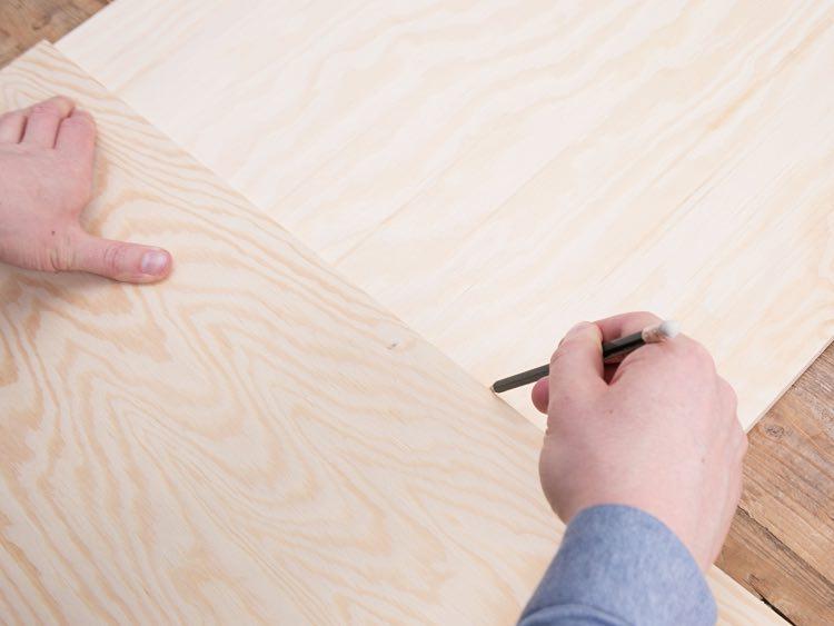 Rysowanie linii półek na stojak na pocztówki diy