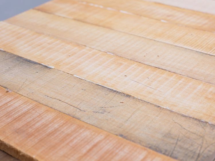 Szlifowanie blatu stolika z palet - poradnik krok po kroku