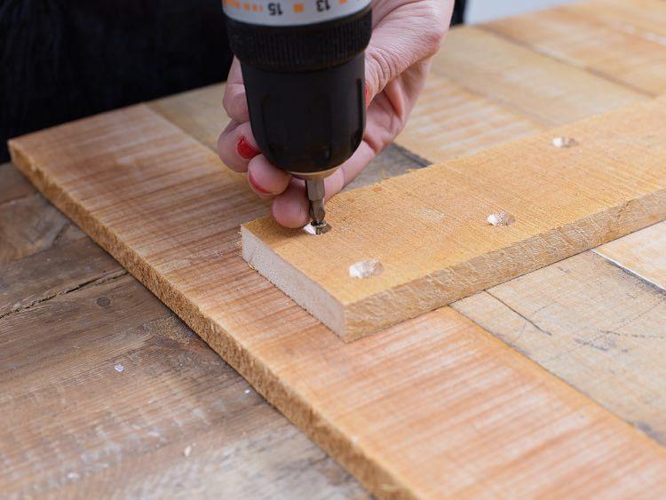 Montowanie stolika z palet i kosza na pranie - DIY tutorial