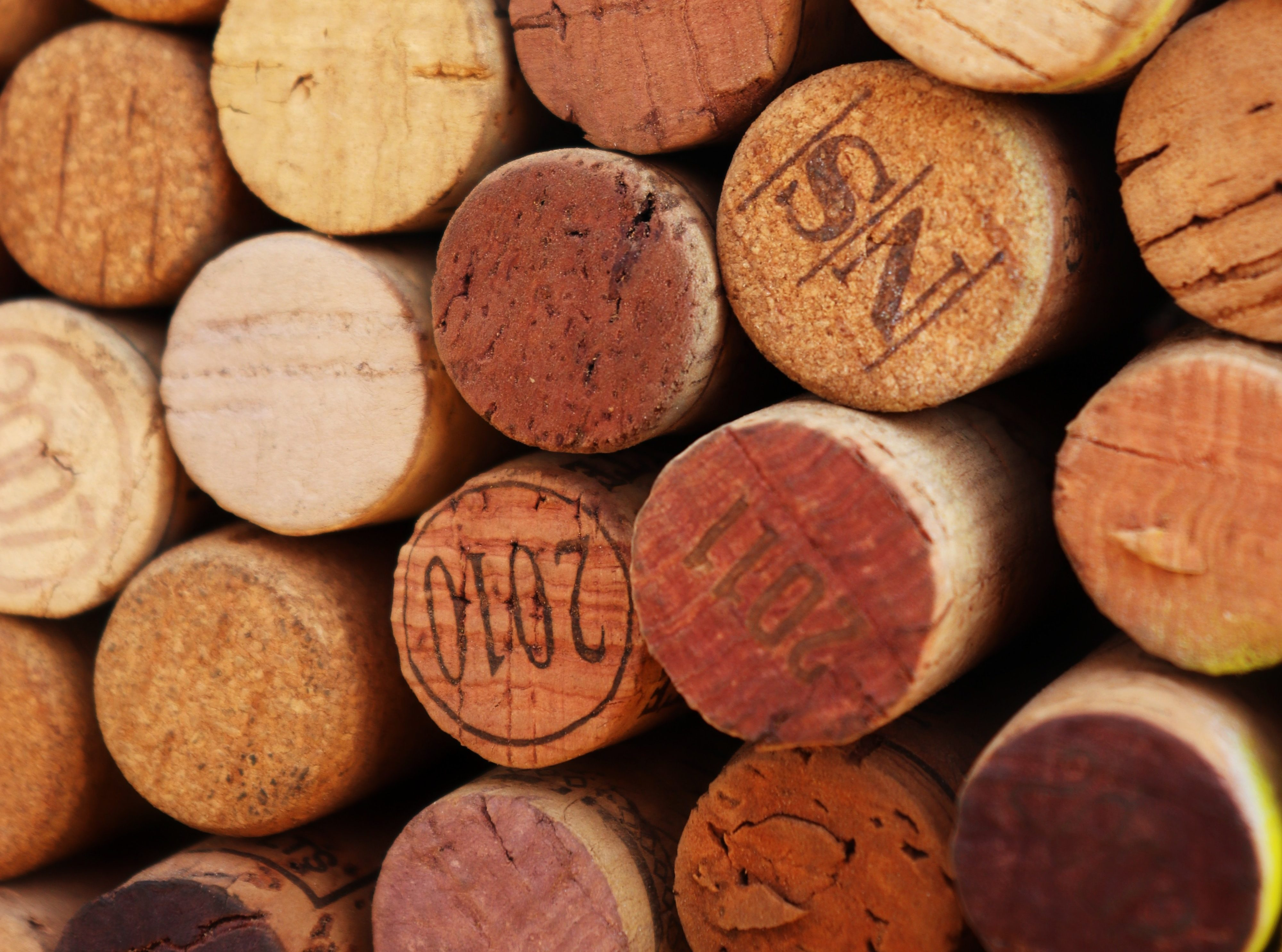 Ściana z korka od wina