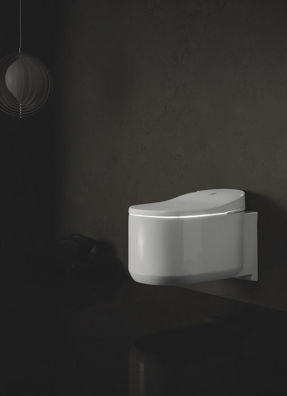 toaleta myjąca z profilu