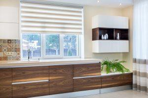 jakie rolety okienne do kuchni wybrać?