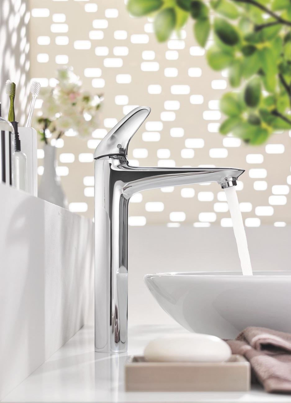 ceramiczna umywalka w minimalistycznej łazience