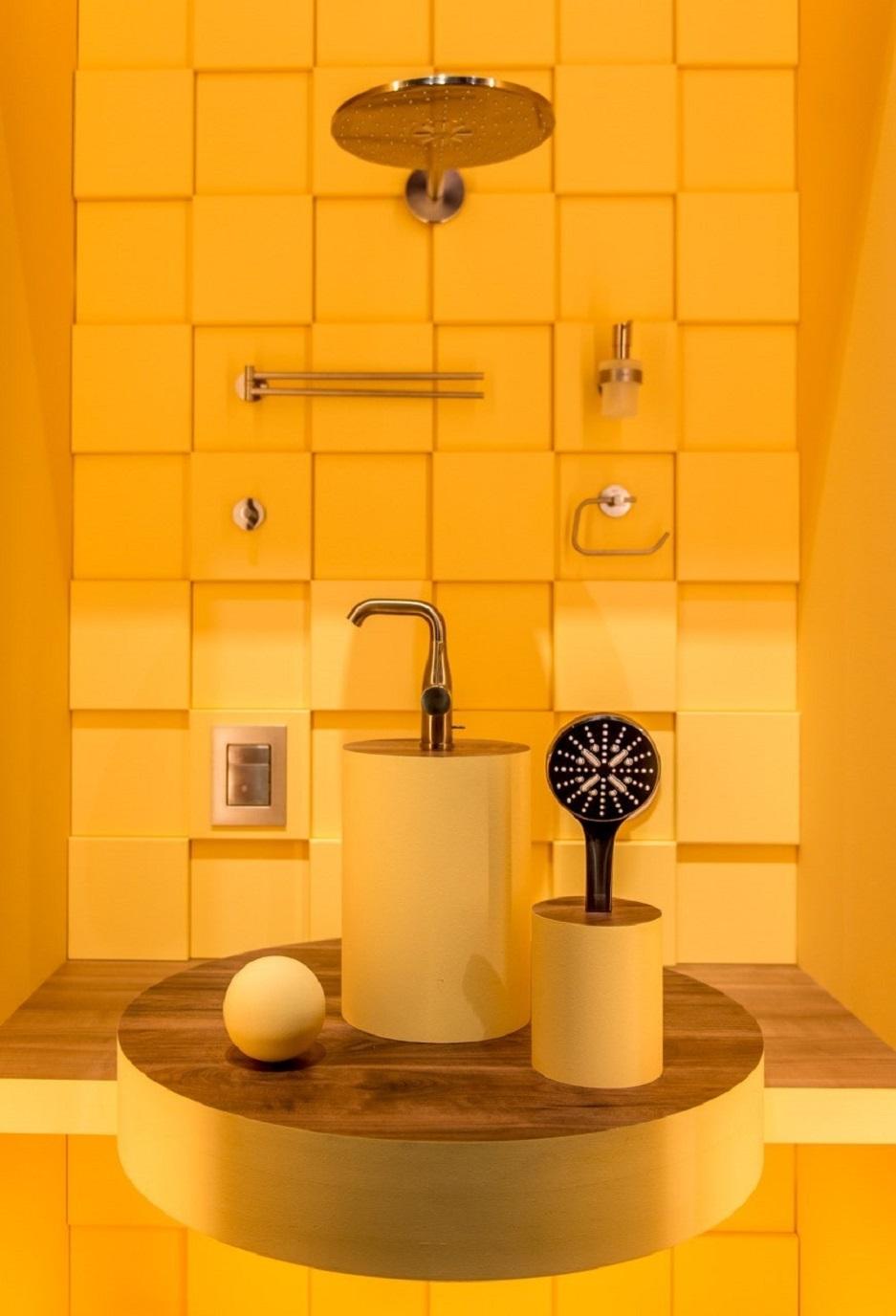 bateria łazienkowa w żółtym kolorze