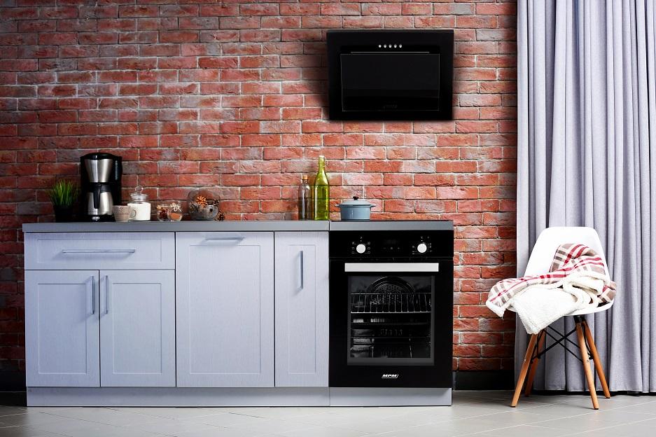 agd do małej kuchni z ceglaną ścianą