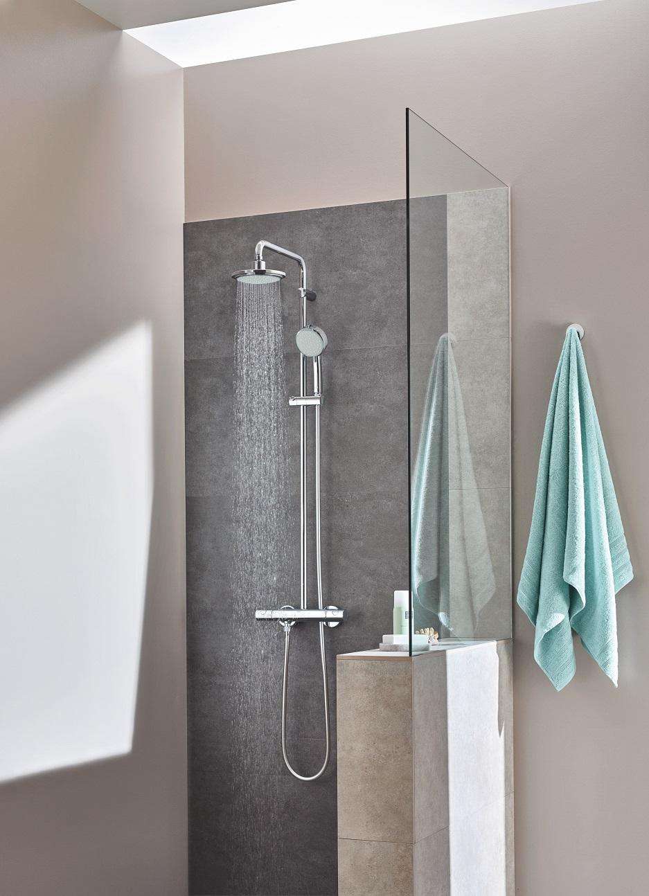 łazienka w kawalerce z prysznicem