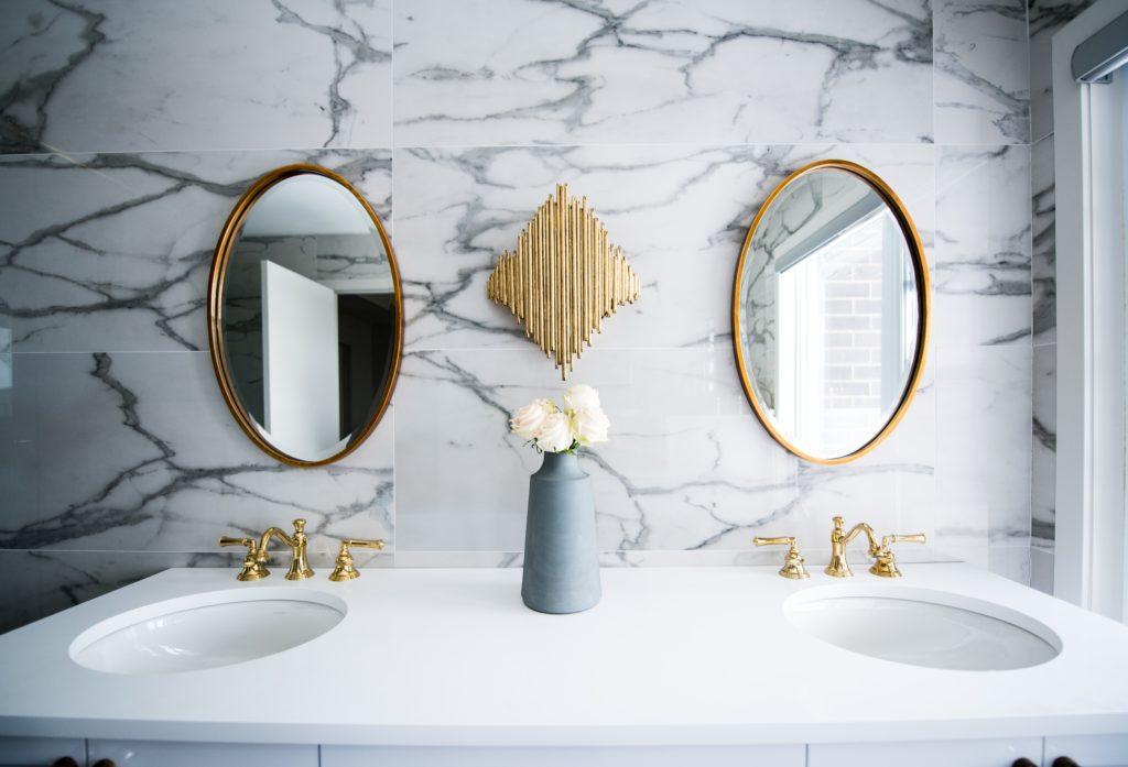 łazienka retro - lustro