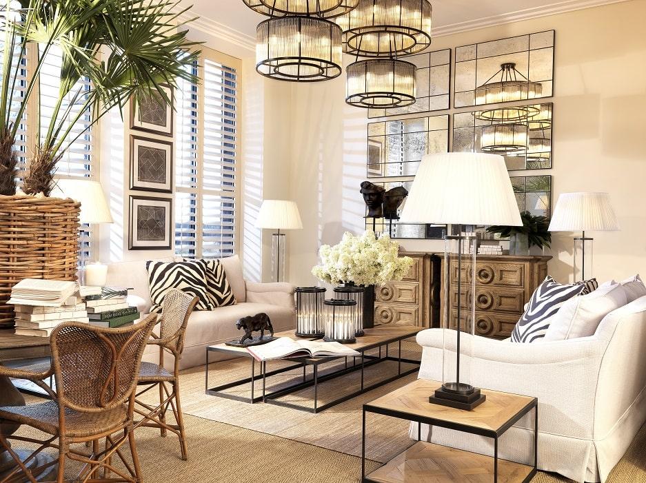 elegancki salon z dekoracjami z podróży