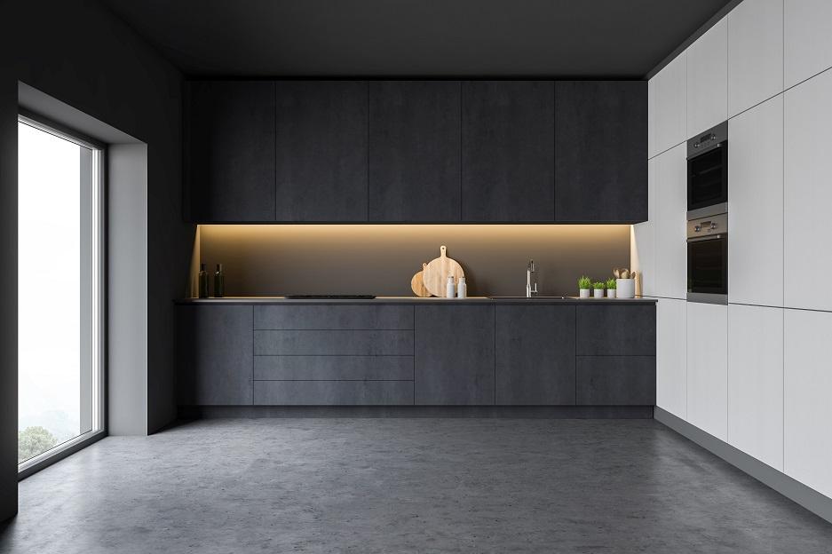 nowoczesna kuchnia z poświetlaną szafką wiszącą