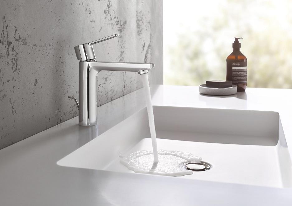 nowoczesne wyposażenie łazienki - umywalka nablatowa