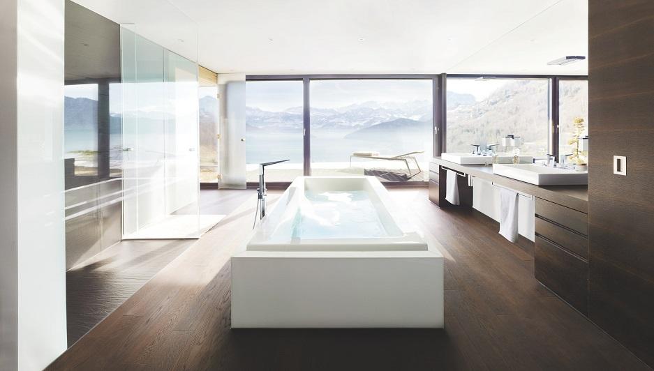 wanna wolnostojąca w pokoju kąpielowym
