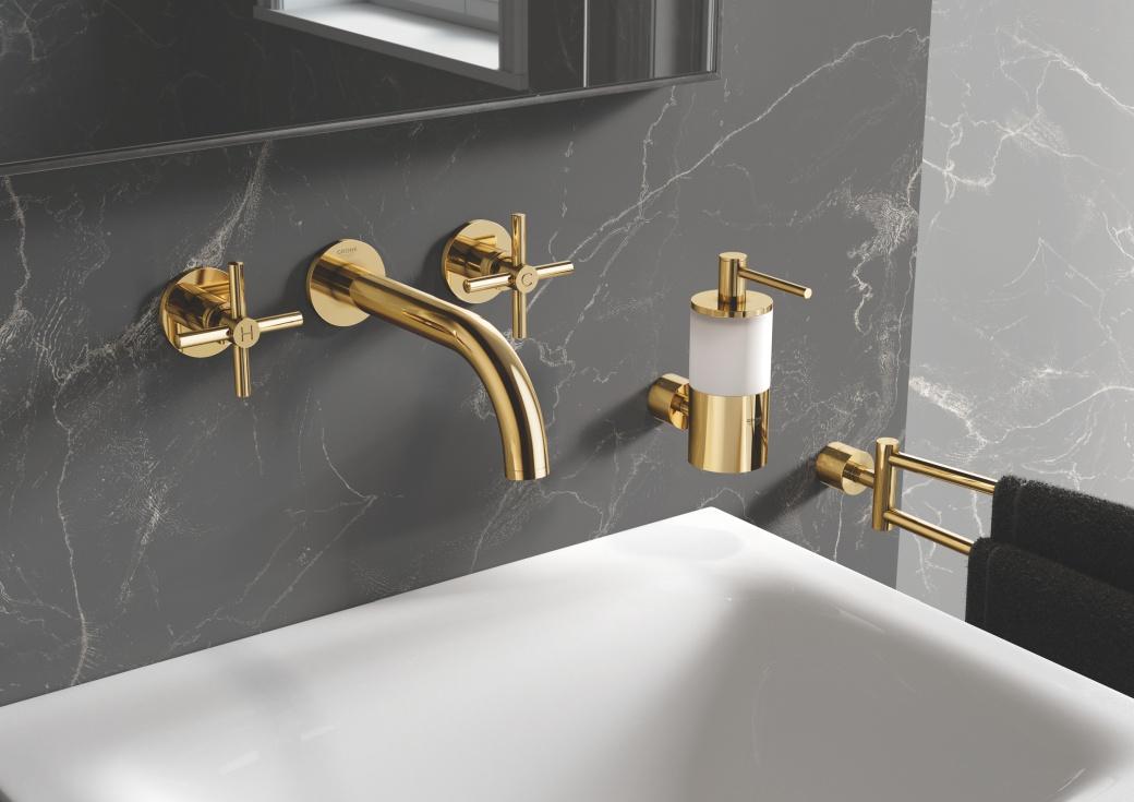 Złote i ciemne kolory do łazienki
