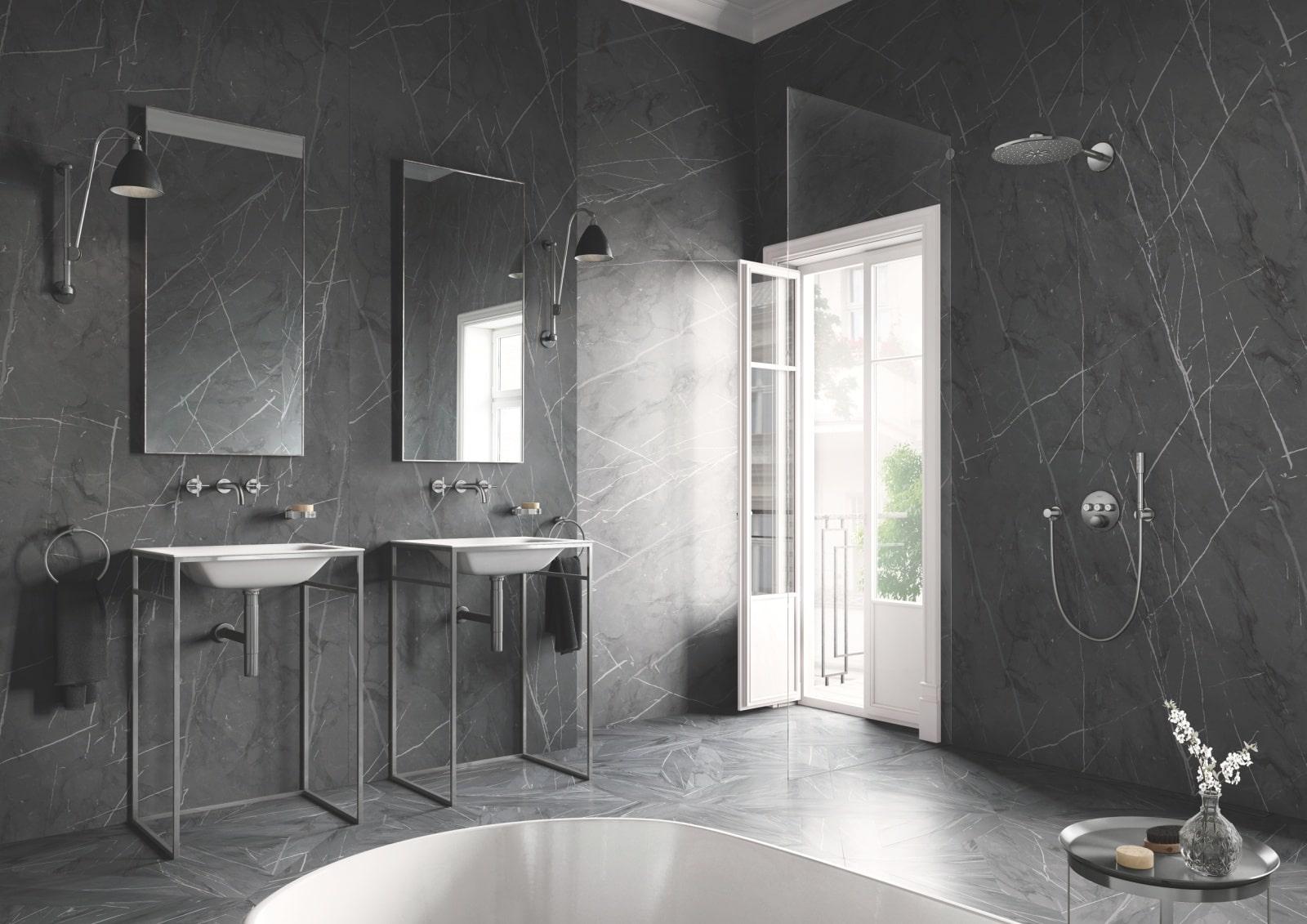 Łazienka wyposażona w armaturę łazienkową GROHE