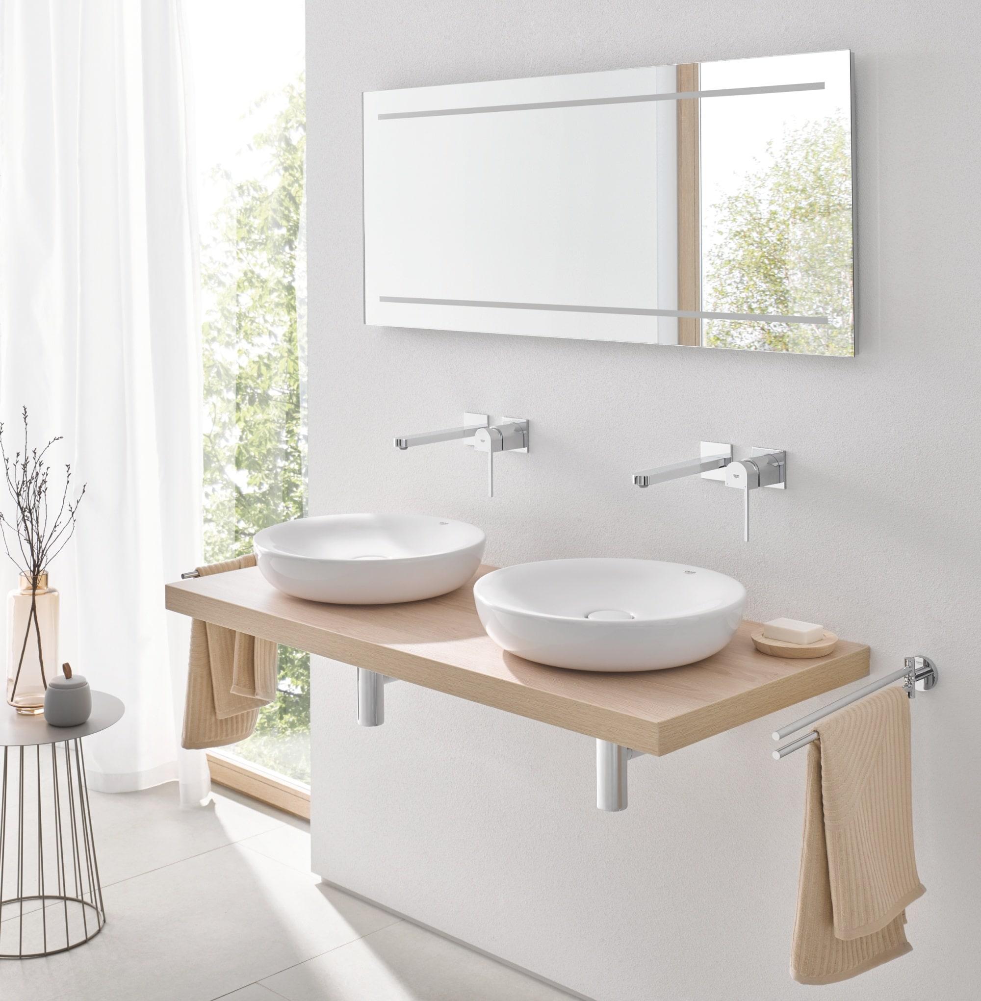 Dwie umywalki łazienkowe