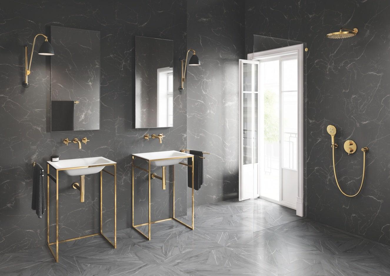 Łazienka z 2 umywalkami i deszczownicą oraz drzwiami z oknem