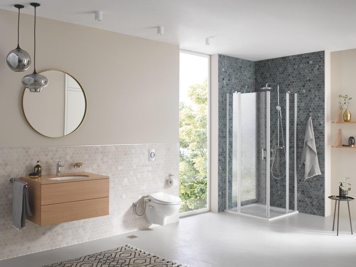 Aranżacja dwukolorowej łazienki z przyciskiem