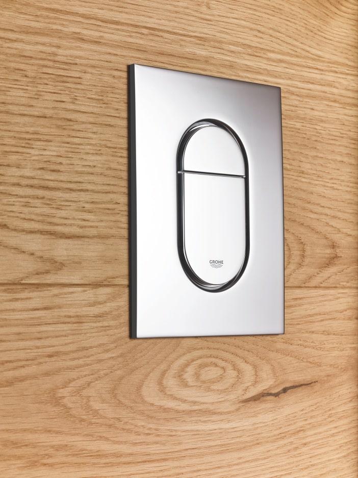 Owalny przycisk spłukujący GROHE w stalowym kolorze