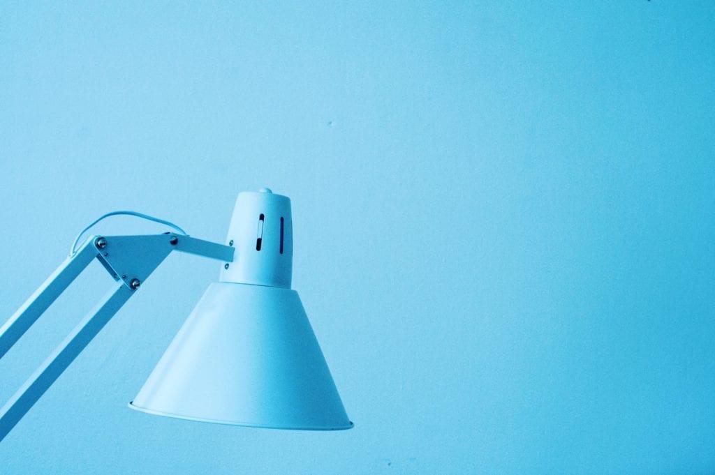 Jak dobrać oświetlenie do pracy w domu