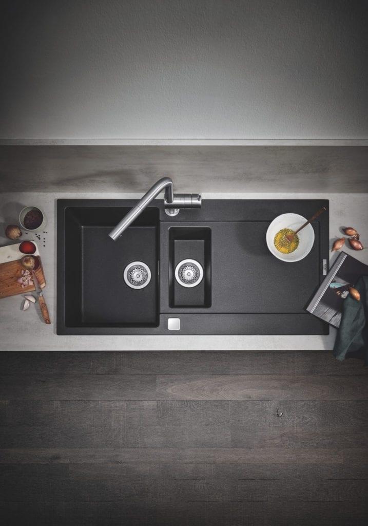 ciemny zlew kuchenny