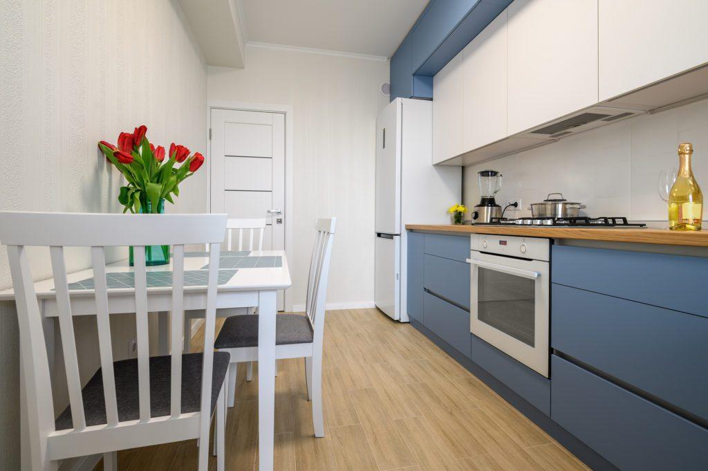 mała niebieska kuchnia