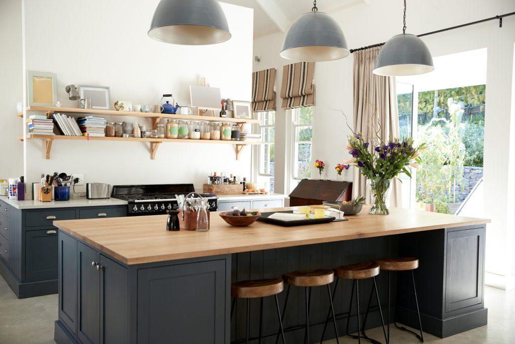 półki w kuchni zamiast szafek