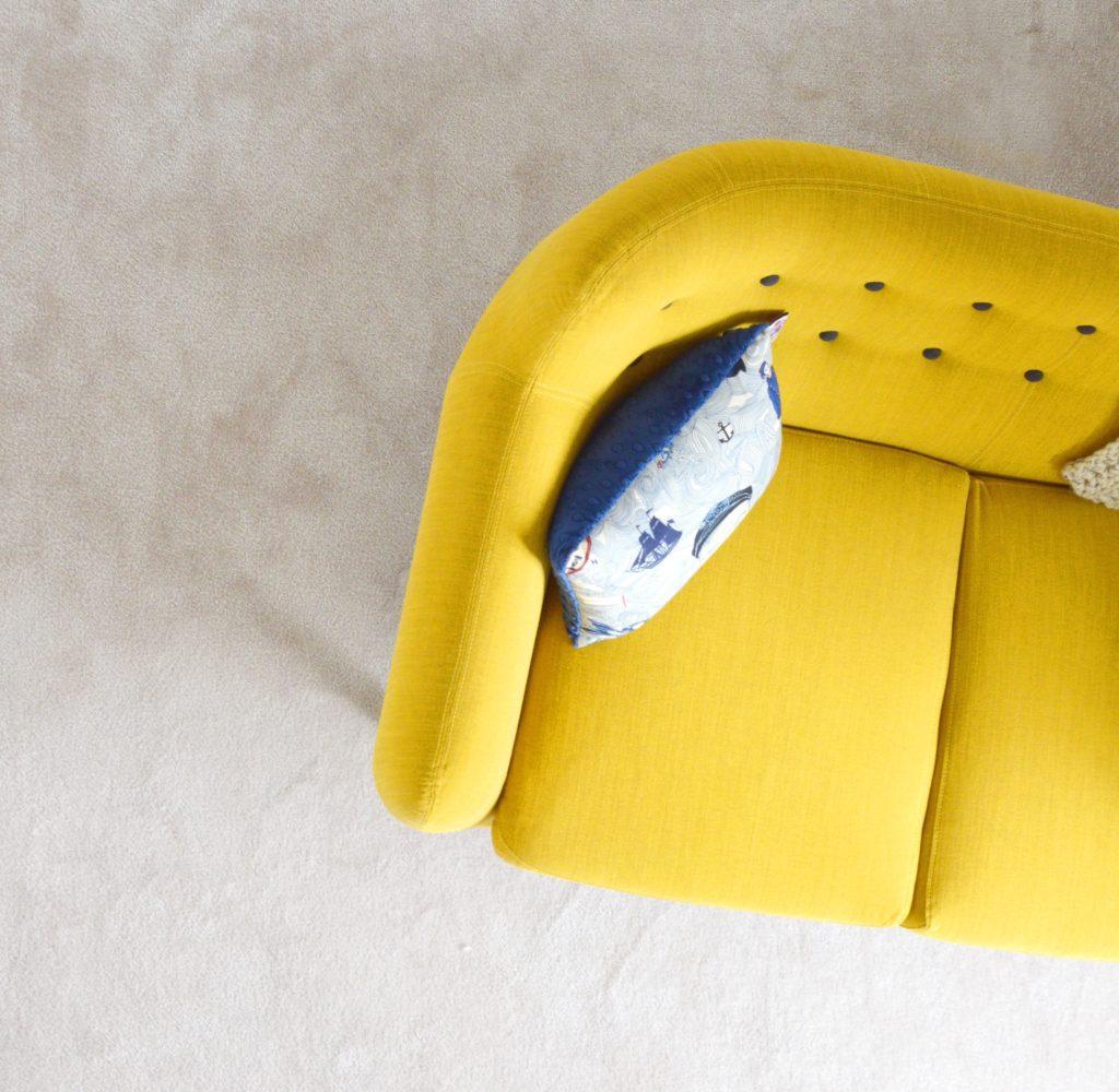 sofa cabriole
